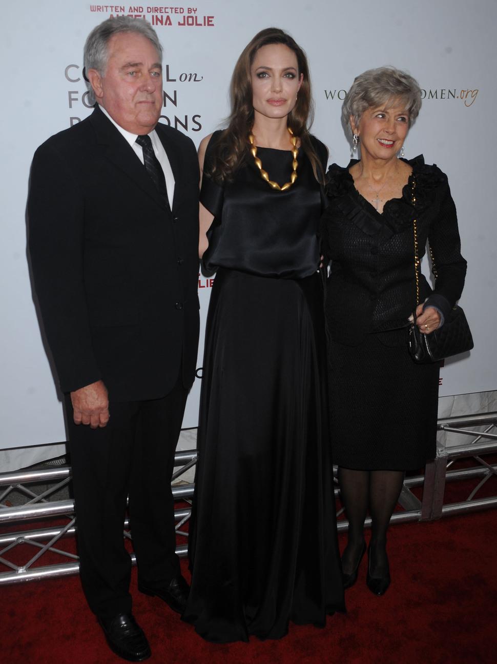 Родители Брэда Питта гордятся Анджелиной Джоли