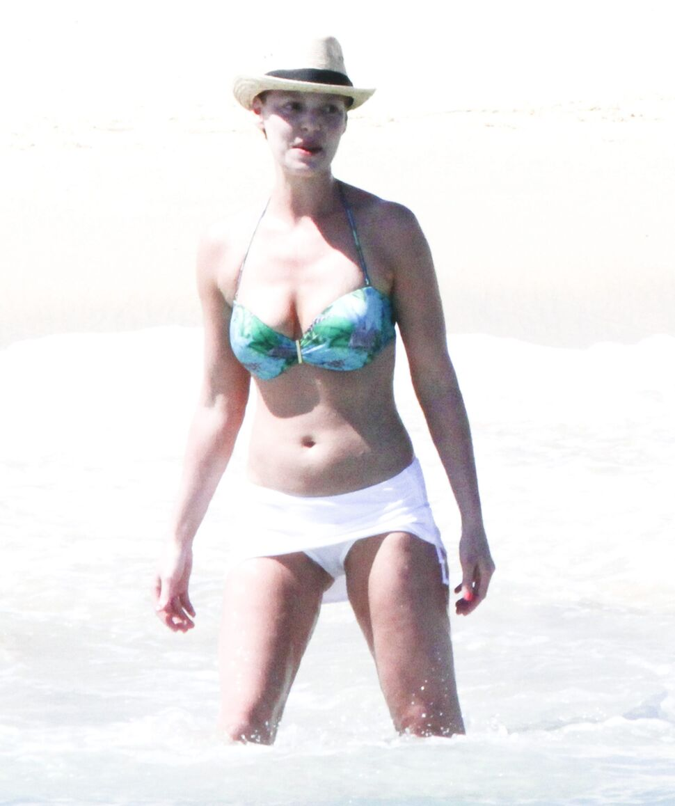 Кэтрин Хейгл на пляже в Мексике