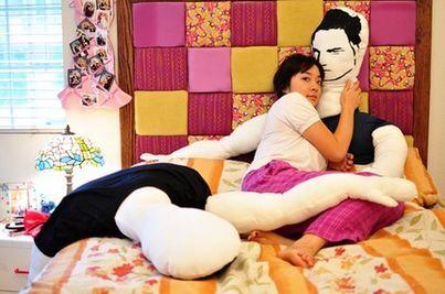 Теперь все могут спать с Эдвардом или с Джейкобом!