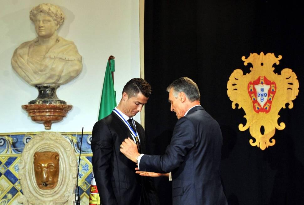 Криштиану Роналду наградили за заслуги перед Португалией