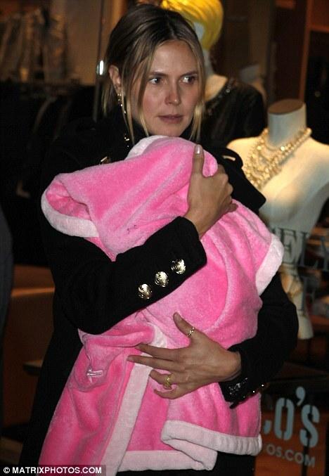 Хайди Клум уже берет свою новорожденную дочь по магазинам