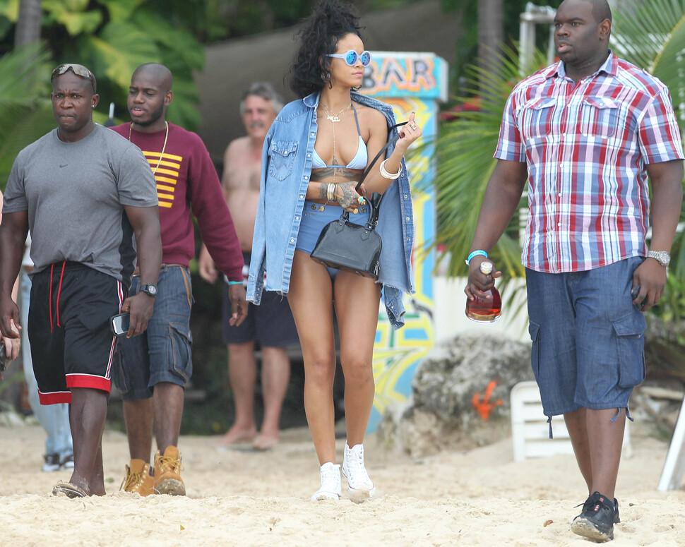 Рианна отдыхает на Барбадосе