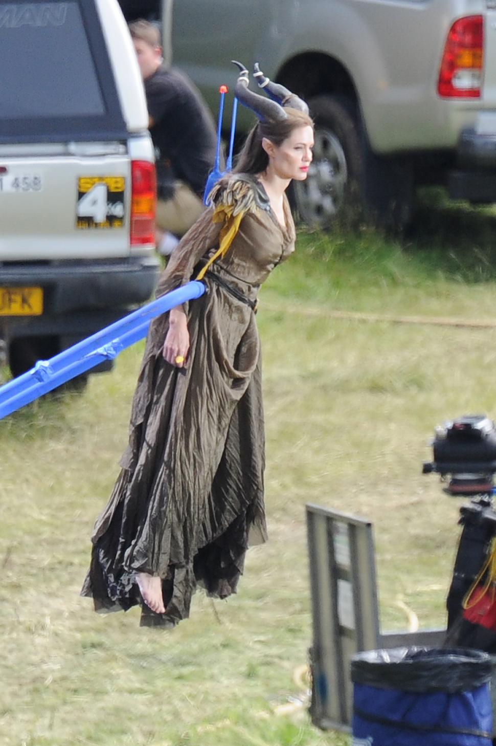 """Анджелина Джоли на съемках фильма """"Малефисента"""" парила в воздухе"""