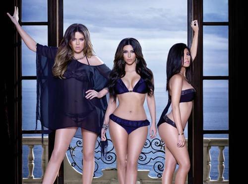 Сестры Кардашиан в рекламной кампании своей новой пляжной коллекции: первый взгляд