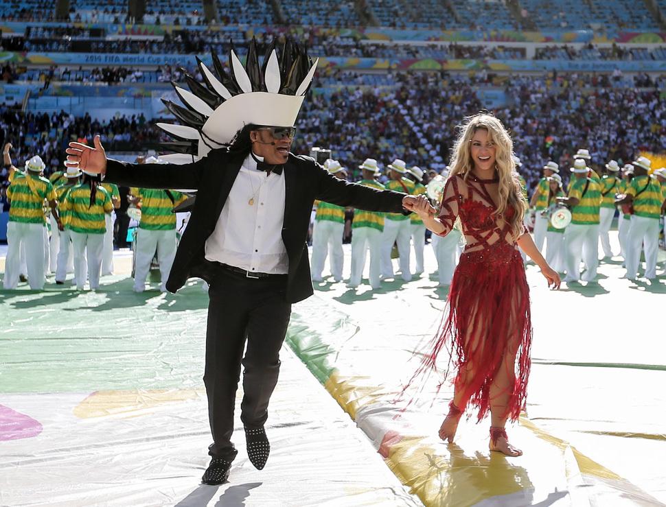 Шакира выступила на церемонии закрытия чемпионата мира по футболу