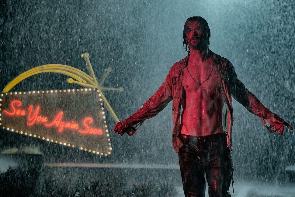 Видео: Крис Хемсворт и Дакота Джонсон в дебютном трейлере «Ничего хорошего в отеле «Эль Рояль»»