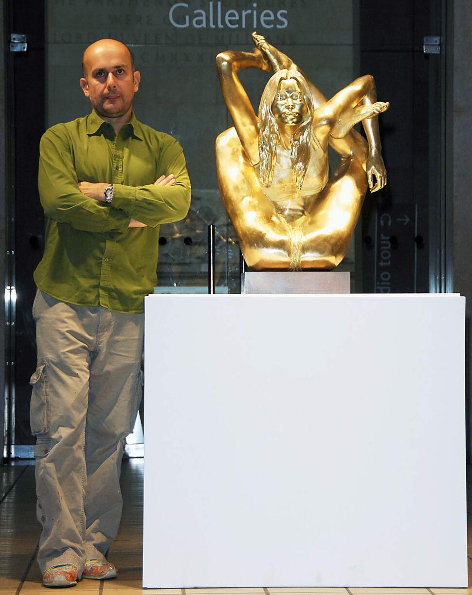 Скульптура Кейт Мосс отправилась в музей, а сама модель на большой экран