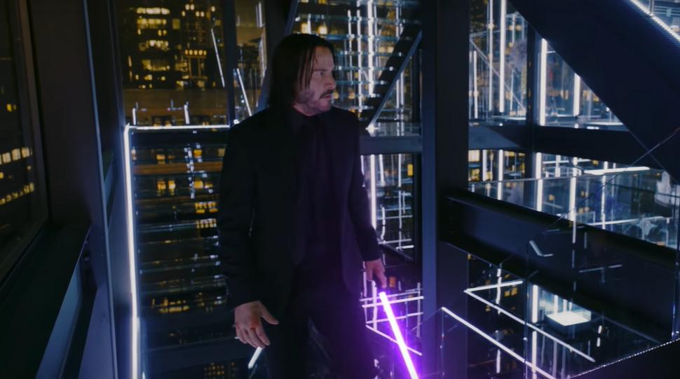 Киану Ривз дерется на световых мечах в пародийном ролике на «Джона Уика» (видео)