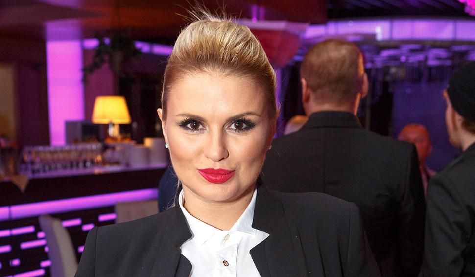 «Сотрите это из памяти»: Анну Семенович раскритиковали за «жутковатый» розовый парик