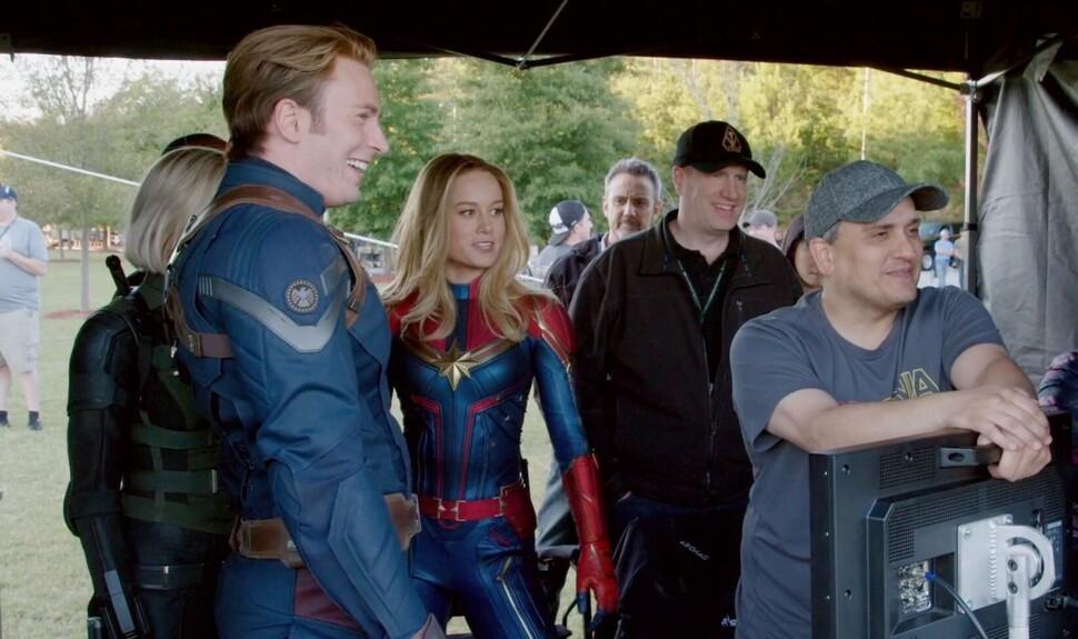 «Это слишком неловко»: Крис Эванс снял музыкальное видео с Мстителями