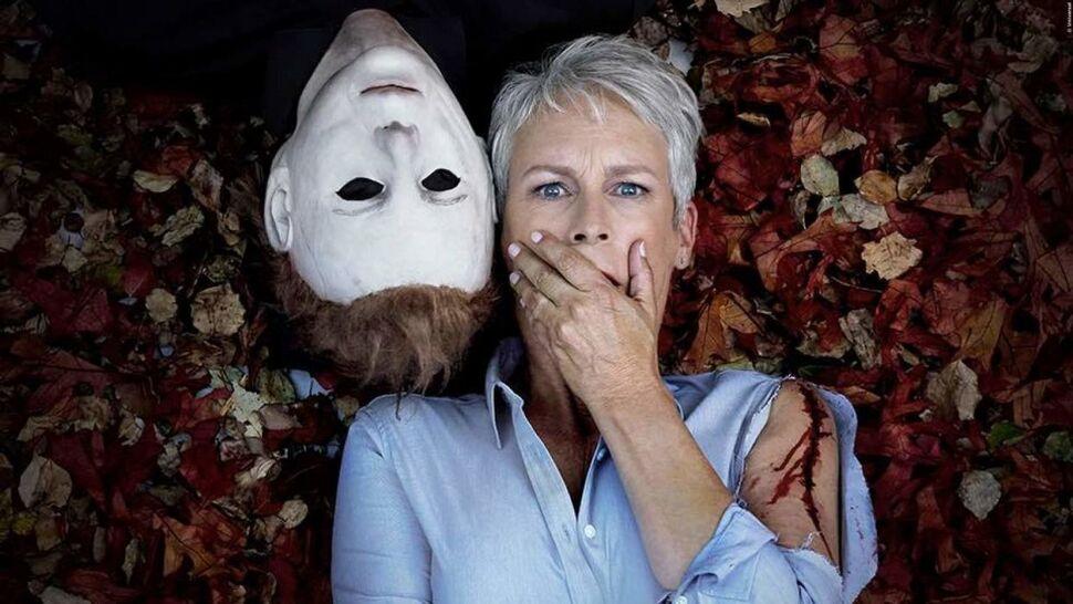 Избитая, но не сломленная: Джейми Ли Кертис поделилась первым фото со съемок нового «Хэллоуина»