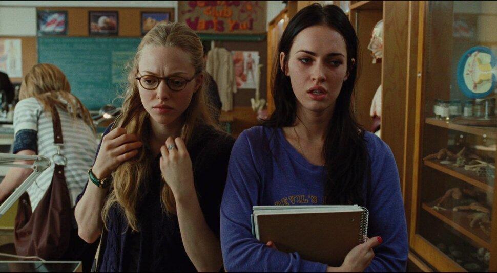 Меган Фокс рассказала о поцелуе с Амандой Сейфрид в «Теле Дженнифер»: «Она была не в восторге»