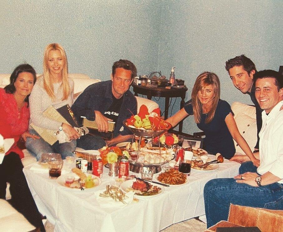 Кортни Кокс показала архивное фото с «Друзьями» перед съемками финала