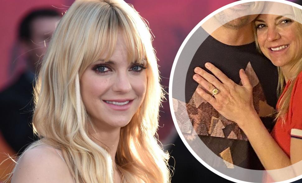 Анна Фэрис показала помолвочное кольцо с крупным бриллиантом: «Она давно обручилась»