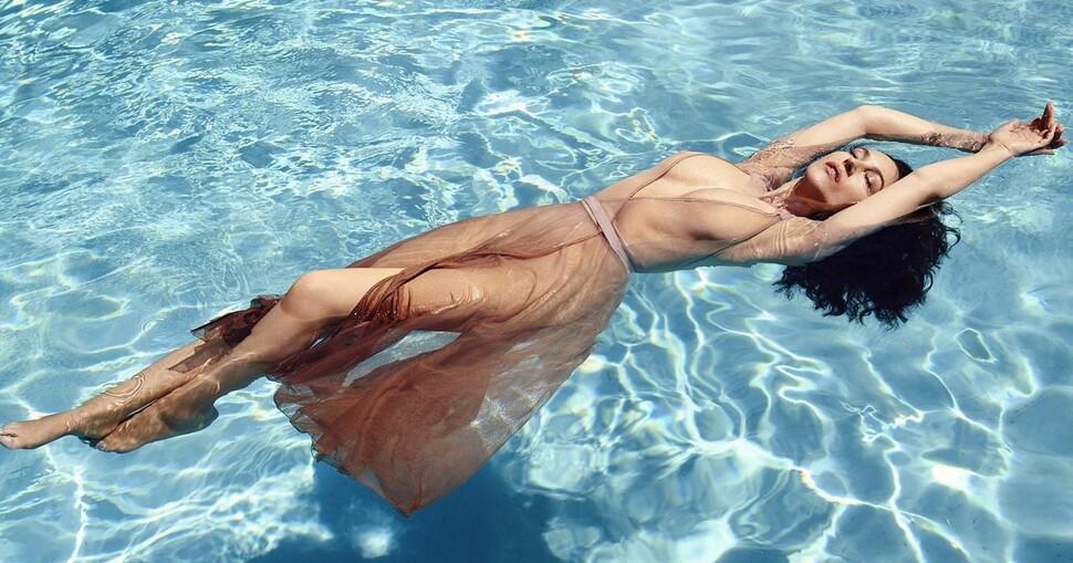 54-летняя Моника Беллуччи в чувственной фотосессии для Madame Figaro: «Актеров убивает реальность»