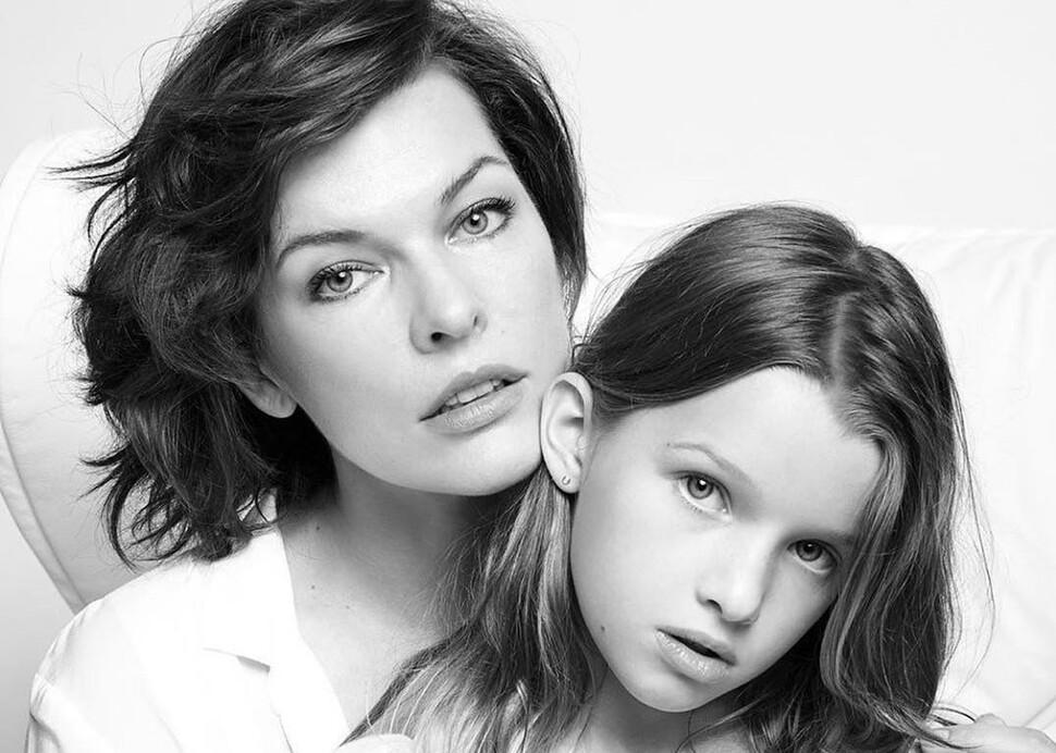 Милла Йовович рассказала, как гордится дочерью, получившей роли в Disney и Marvel