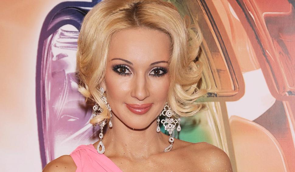«Как Дюймовочка»: 49-летняя Лера Кудрявцева удивила молодостью на свежих фото