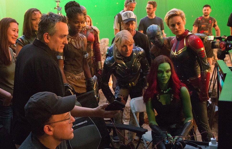 Сценаристы «Мстителей» оправдались за «женскую» сцену: «8-летняя девочка была в восторге»