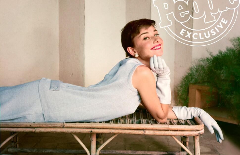 В Сети появились редкие архивные фото еще не прославившейся Одри Хепберн