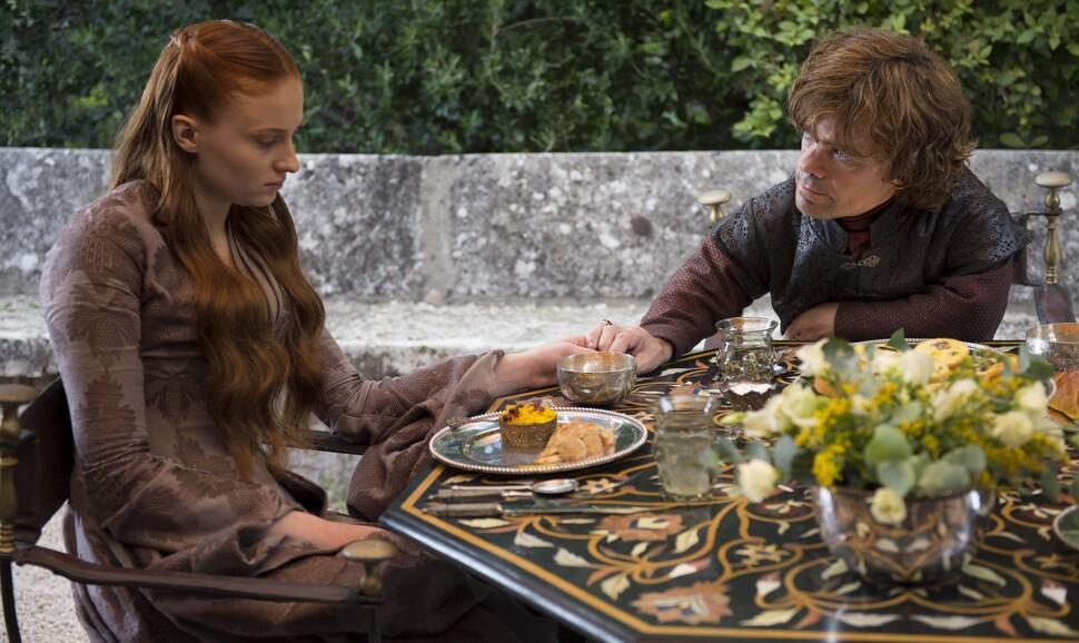 Эмилия Кларк выяснила любимый сезон шоураннеров «Игры престолов» (и факт о злополучном стакане кофе)