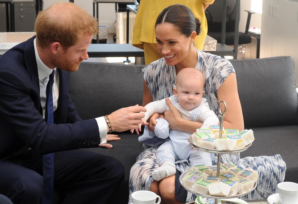 Меган Маркл и принц Гарри показали сына Арчи на рождественской открытке