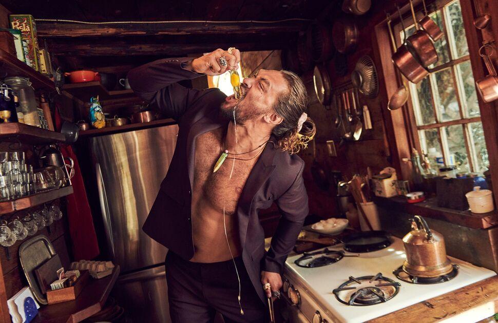 Джейсон Момоа в фотосесии для Esquire: «Не признавался жене в сталкерстве до рождения детей»