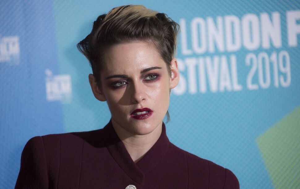 «Назло врагам»: Кристен Стюарт в роскошном образе на кинофестивале в Лондоне