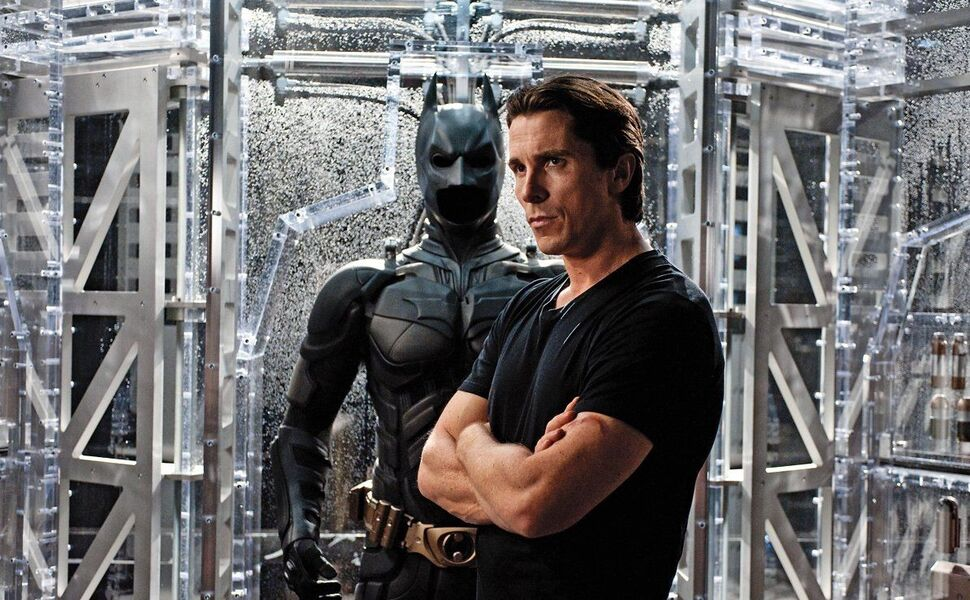 Кристиан Бэйл одобрил Роберта Паттинсона в роли Бэтмена и дал ему супергеройский совет