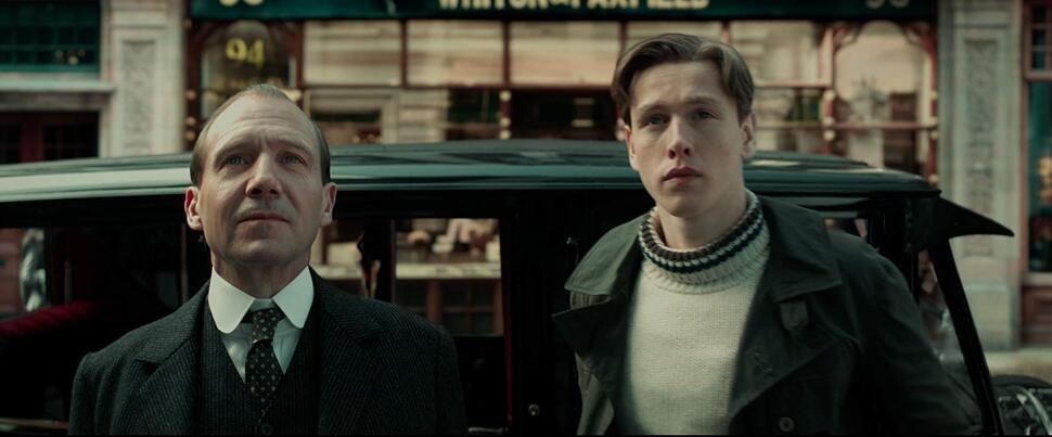 Семейный подряд: Рэйф Файнс спасает мир в дебютном трейлере «King's man: Начало»