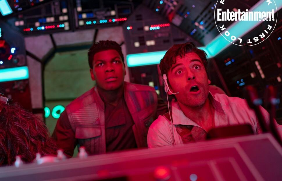Чуи выглядит испуганным: По Дэмерон за штурвалом Тысячелетнего сокола в новом кадре «Звездных войн»
