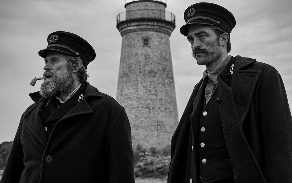 В сети появился дебютный трейлер фильма «Маяк» с Робертом Паттинсоном