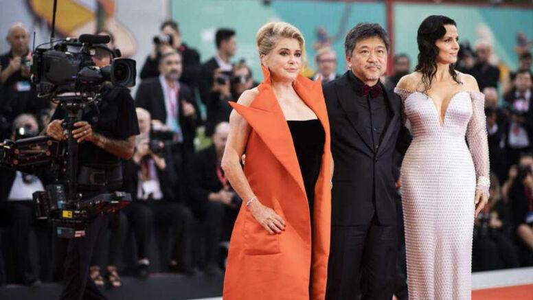 Фото: Катрин Денев, Жюльет Бинош и другие звезды на открытии Венецианского кинофестиваля