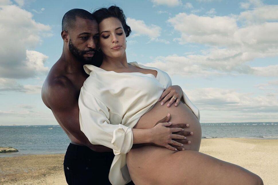 Беременная Эшли Грэм снялась обнаженной: «А почему в носках?»