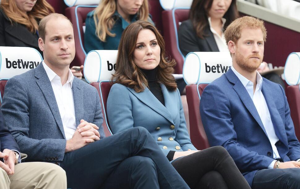 Инсайдер: принца Гарри злила жизнь в тени принца Уильяма и Кейт Миддлтон
