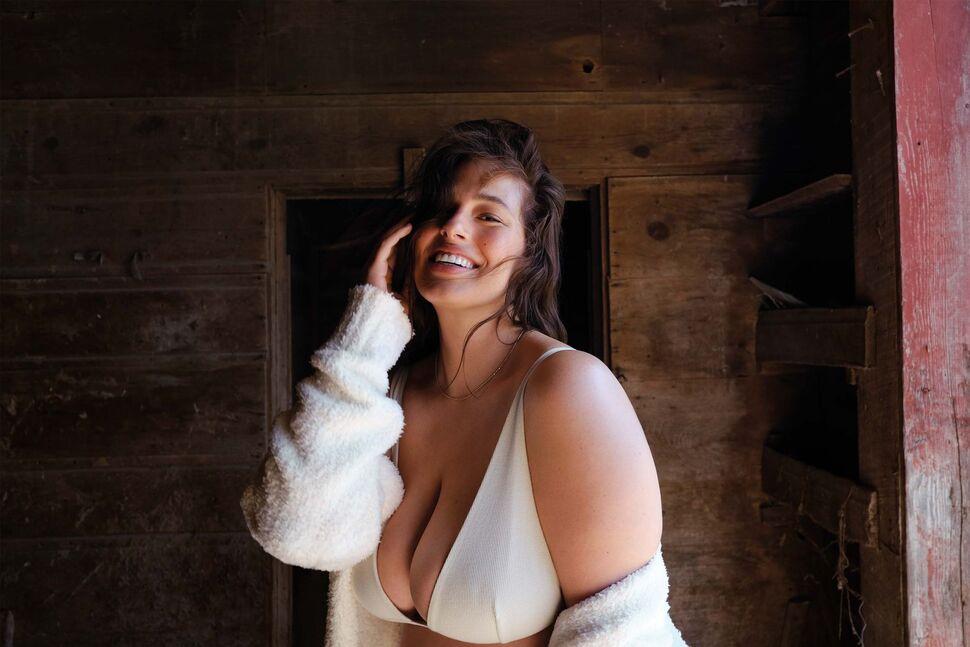 Модель plus-size Эшли Грэм рассказала о домашних родах: «Муж в это время готовил мясо»