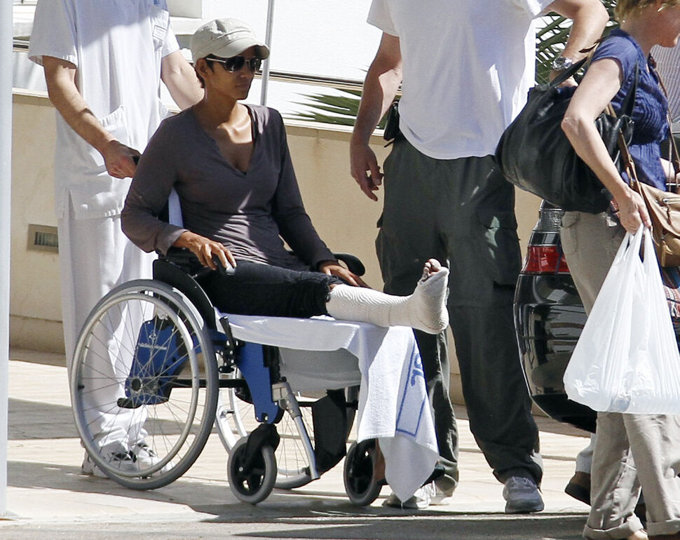 Халли Берри на съемках сломала ногу