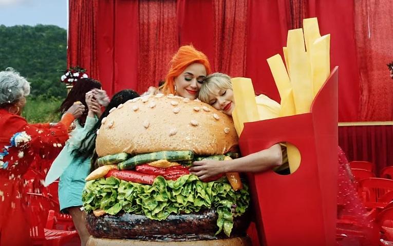 Кэти Перри, Райан Рейнольдс и другие звезды снялись в новом клипе Тейлор Свифт в поддержку ЛГБТ-сообщества