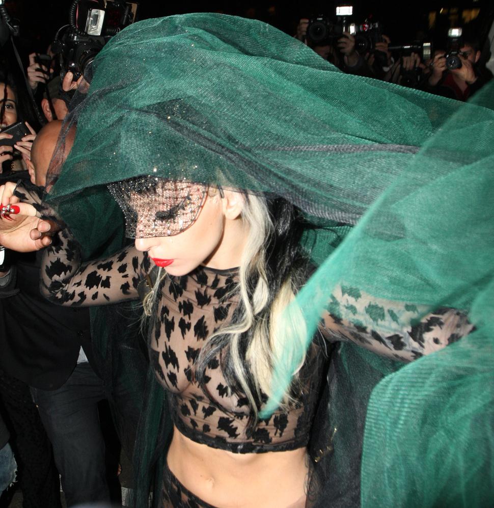 Пародия на Lady Gaga и Хэллоуин