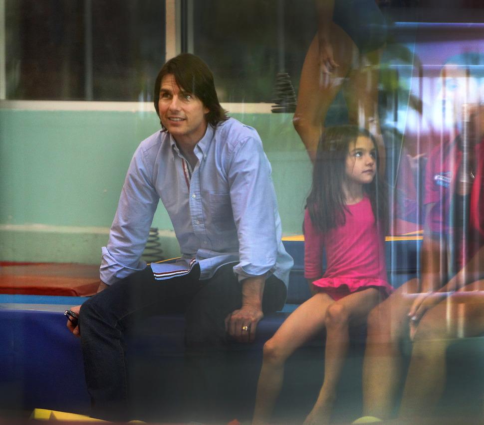 Том Круз и Сури в гимнастическом зале
