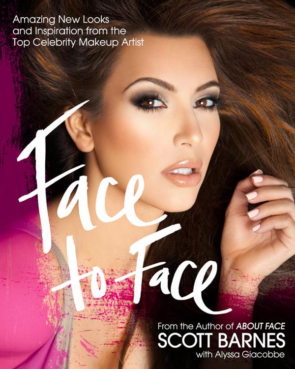Ким Кардашиан демонстрирует красивое лицо и тело