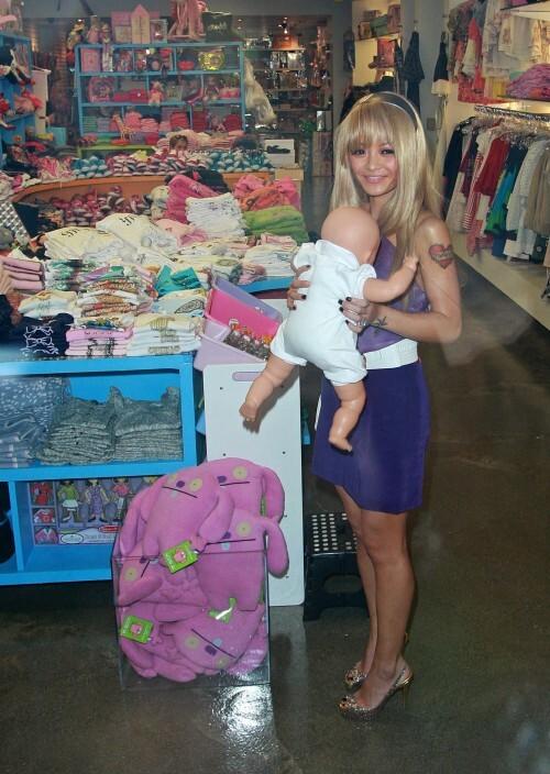 Тила Текила хочет усыновить двух детей-сирот из Гаити