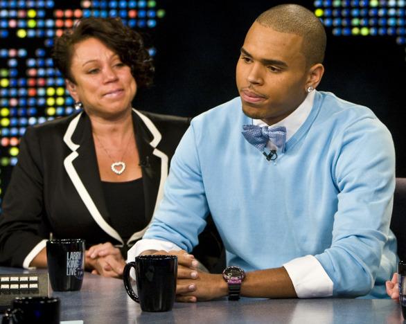 Мама Криса Брауна призывает сына раскрыться