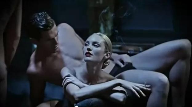 Кэндис Свэйнпоул обнажилась для рекламного ролика Brian Atwood. Осень / зима 2012