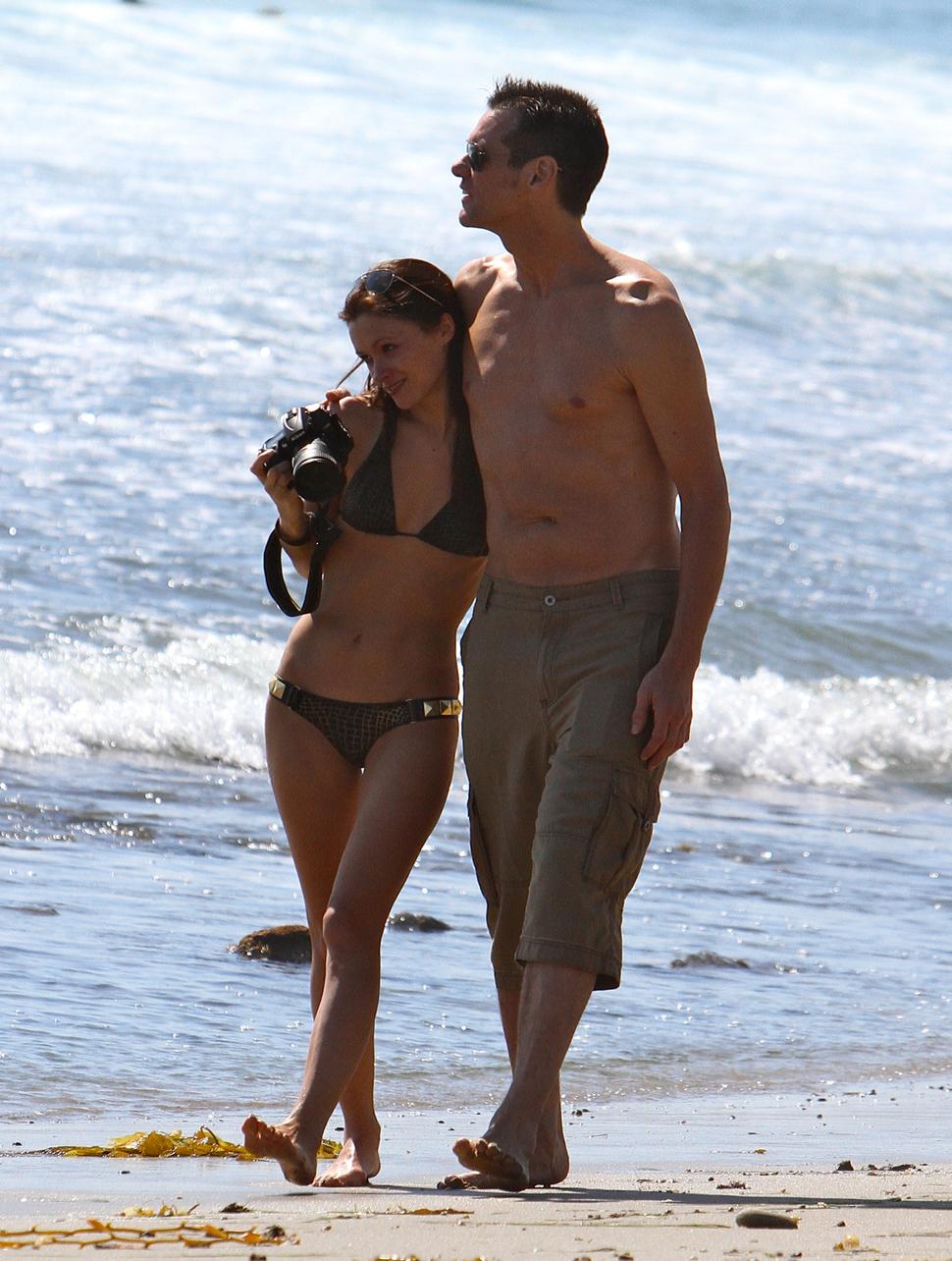 Джим Керри на пляже в Малибу