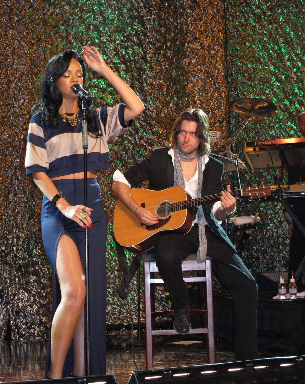 "Рианна выступила на 15-м ежегодном ""An Unforgettable Evening"""