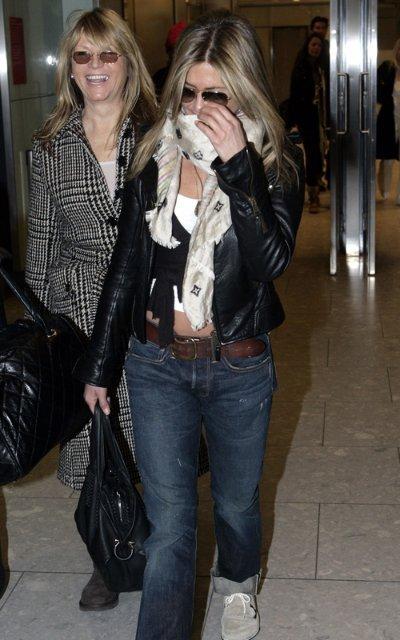 Энистон присоединилась к Батлеру в Лондоне
