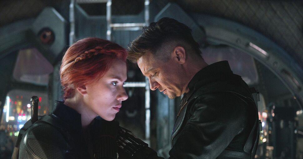 Сценаристы «Мстителей: Финал» рассказали, как на самом деле должна была закончиться сцена с Черной Вдовой и Соколиным глазом