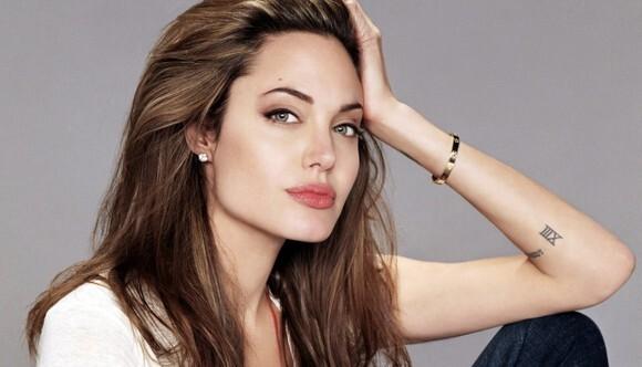 Анджелина Джоли не станет сексуальной Клеопатрой