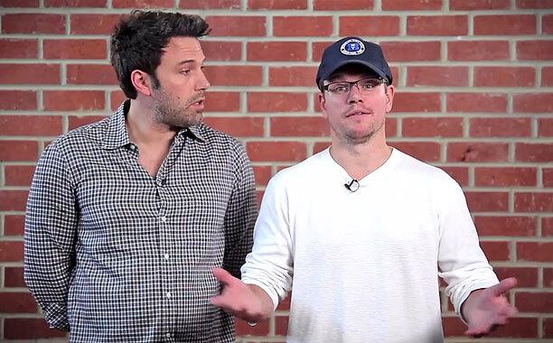 Видео: Мэтт Дэймон и Бен Аффлек не могут решить, кто из них круче