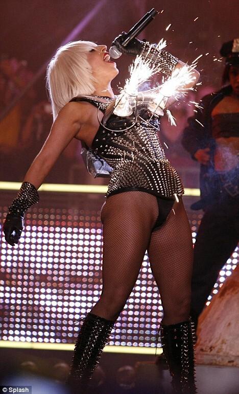 Огненное шоу Lady Gaga
